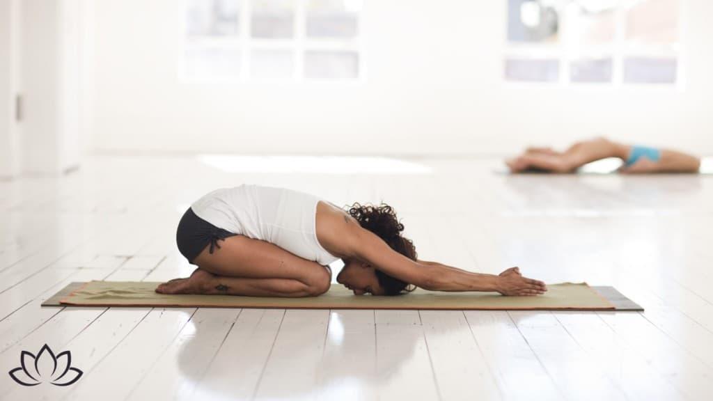Yoga-Kurs einfach zu Hause machen - Beitragsbild 1