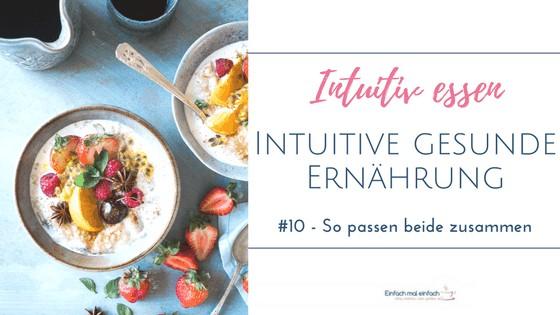 Porridge Schalen mit buntem Obst dekoriert uaf hellblauem Untergrund. Text: